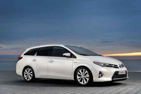Toyota Auris Touring Sports Hybrid - premiery Toyoty w Genewie