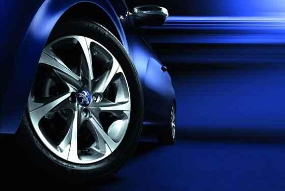Pierwszy teaser seryjnego Peugeota 208 Hybrid FE