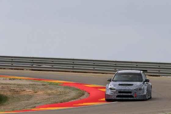 Testy Hyundai'a i30 TCR na torze Motorland Aragon