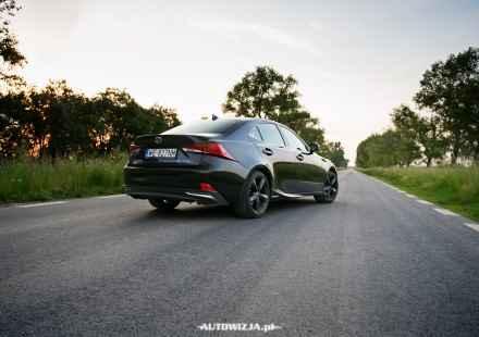 Lexus IS 300h Black