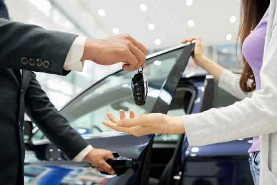 Wynajem samochodu przekazanie kluczyków