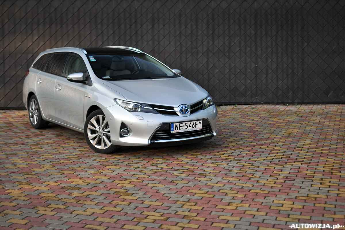 toyota auris hybrid touring sports auto test motoryzacja. Black Bedroom Furniture Sets. Home Design Ideas