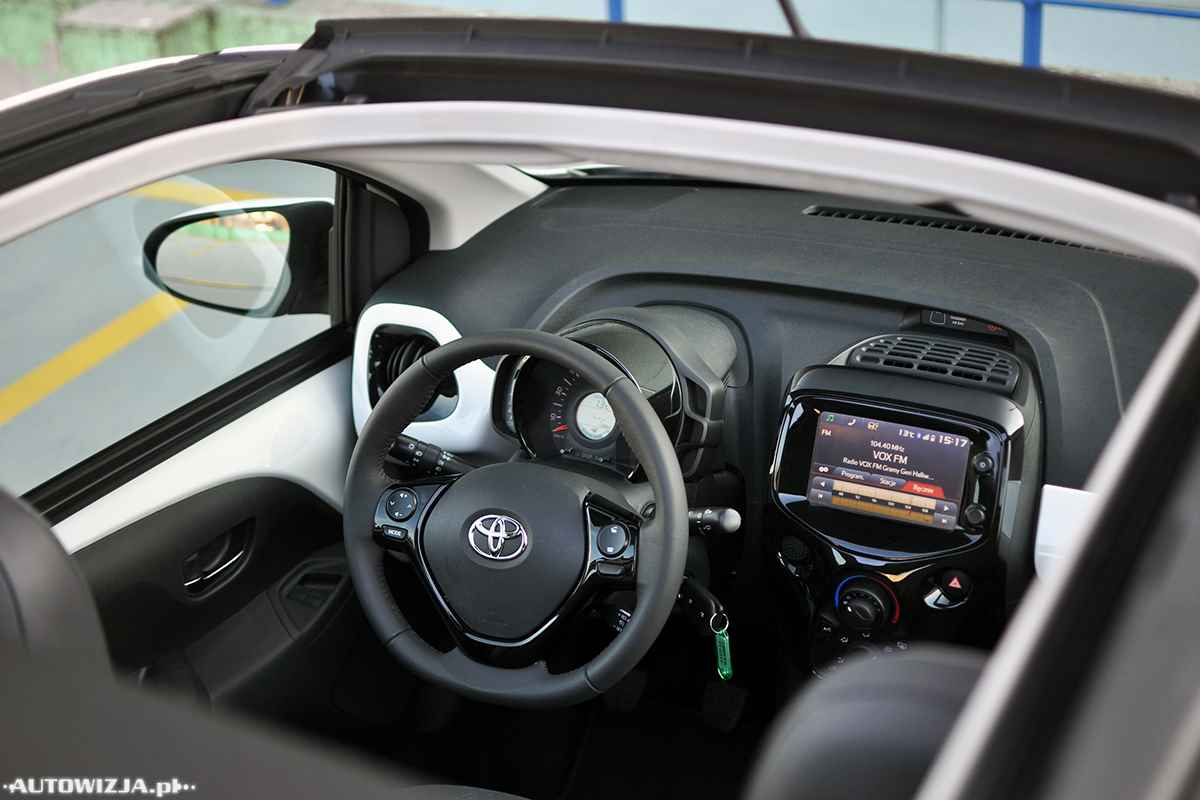 toyota aygo 1 0 x play auto test motoryzacja. Black Bedroom Furniture Sets. Home Design Ideas