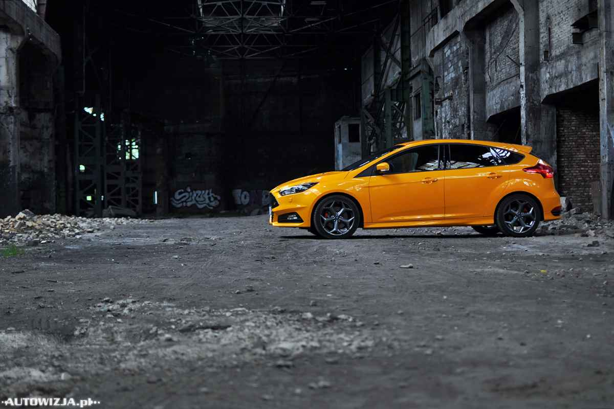 ford focus st 2 0 ecoboost st2 auto test. Black Bedroom Furniture Sets. Home Design Ideas
