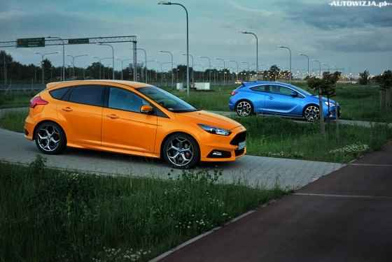 Ford-Focus-ST-vs-Opel-Astra-OPC-2015-1
