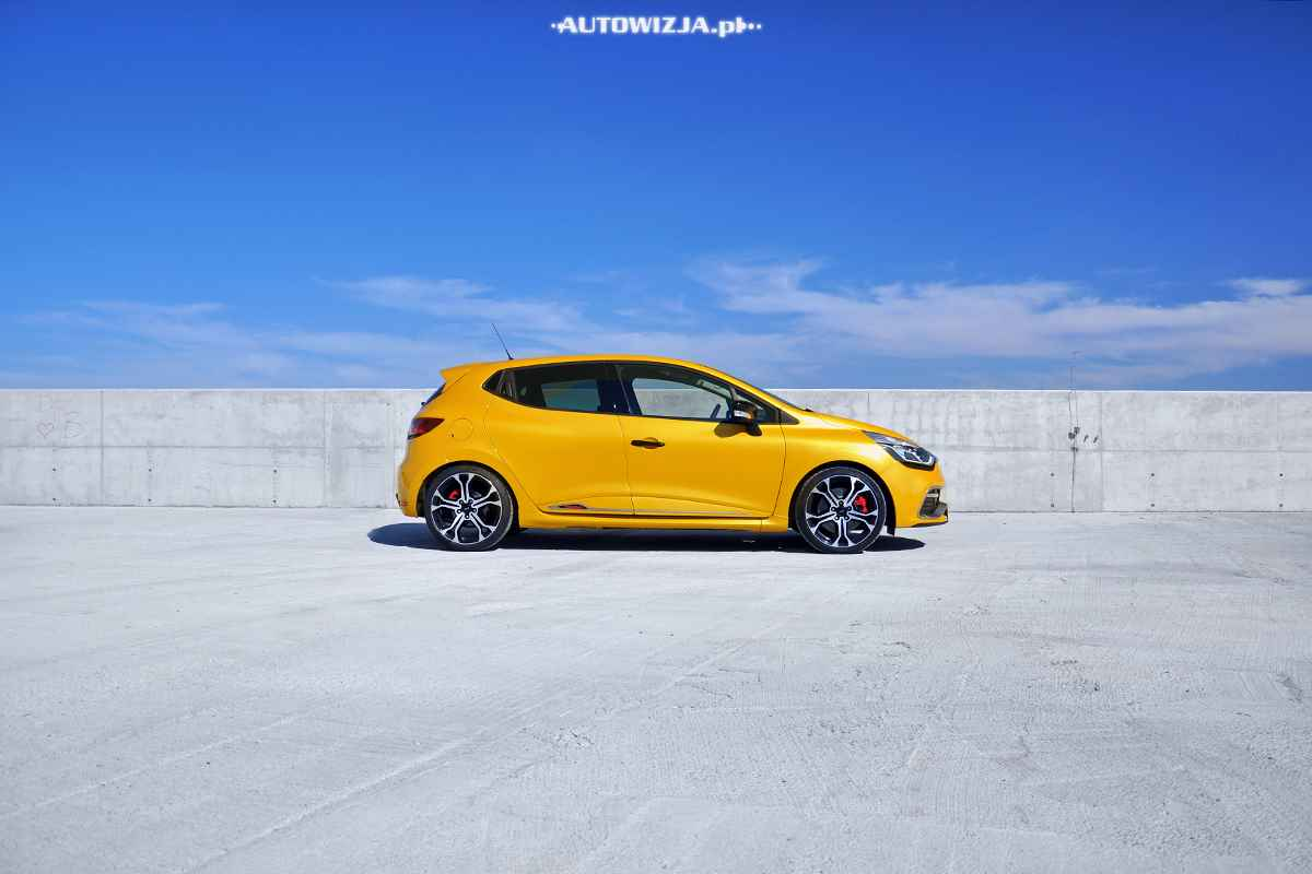 renault clio r s trophy 220 edc auto test motoryzacja. Black Bedroom Furniture Sets. Home Design Ideas