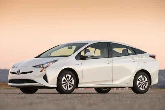 Toyota-Prius-2016-1
