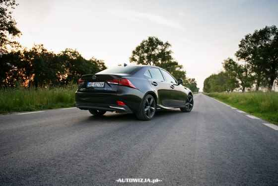 Lexus IS 300h Black