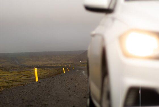 samochod-na-drodze